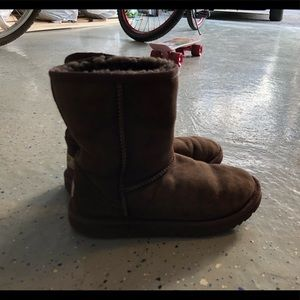 EUC UGG Classic Boot in Brown US 5 EUR 35